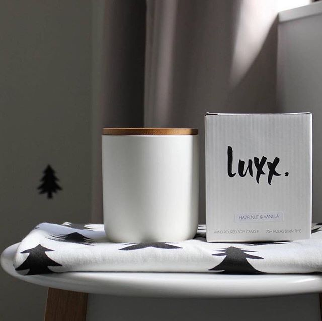 Candles make the best gifts 🎁 order now at www.luxxsoy.com.au #soycandles #handpouredcandles #supportlocal #luxx #luxxsoy #christmasgiftideas #minimal #simple #fresh #clean #gifts #soyscentedcandles #woodenwick #keepitsimple
