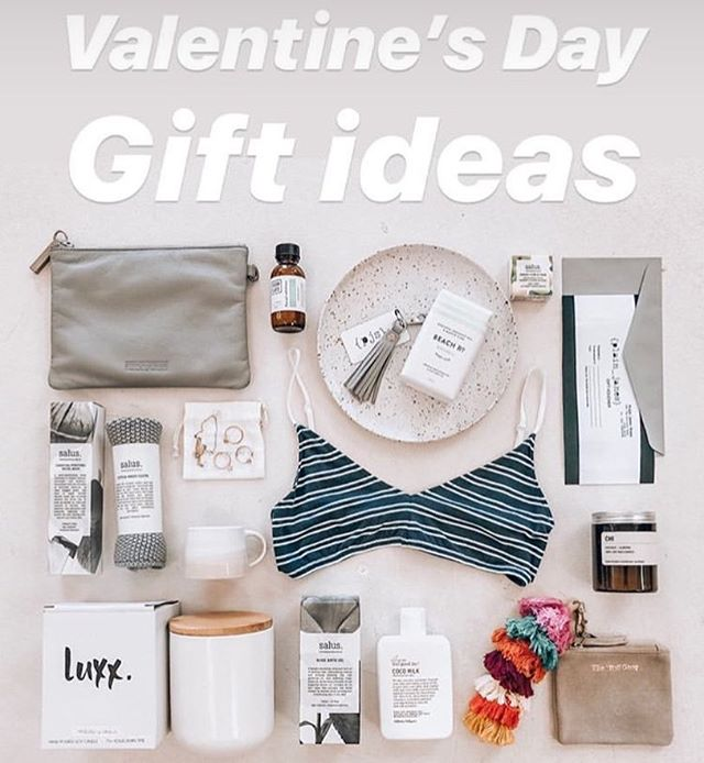 Flat lay Friday for all the lovers!! By the wonderful team @_plainjanes ✨. Shop in store or online now www.luxxsoy.com.au  #luxxsoycandles #madewithlove #soyscentedcandles #luxx #giftideas #supportlocal #australianmade #handpoured #bythesea #bemyvalentine #ecofriendly