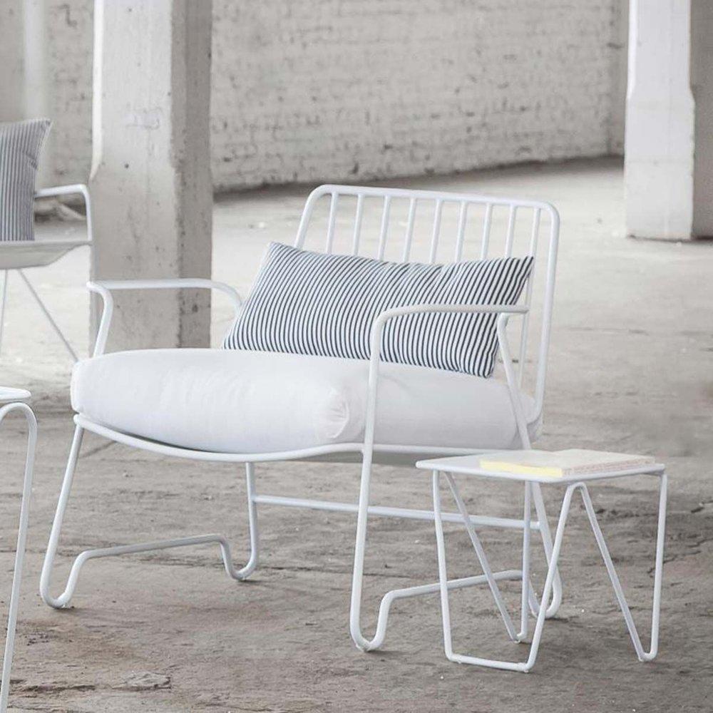 fauteuil-de-jardin-en-aluminum-blanc-fish-fish-paola-navone-serax.jpg