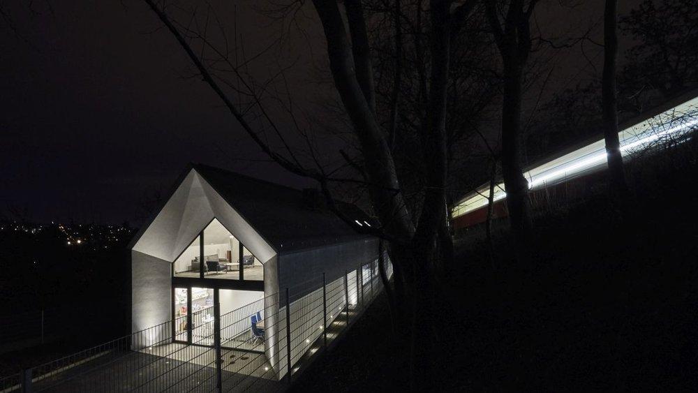 Bényei István tervezőiroda - világításvezérlés, hőmérséklet-szabályozás, riasztó