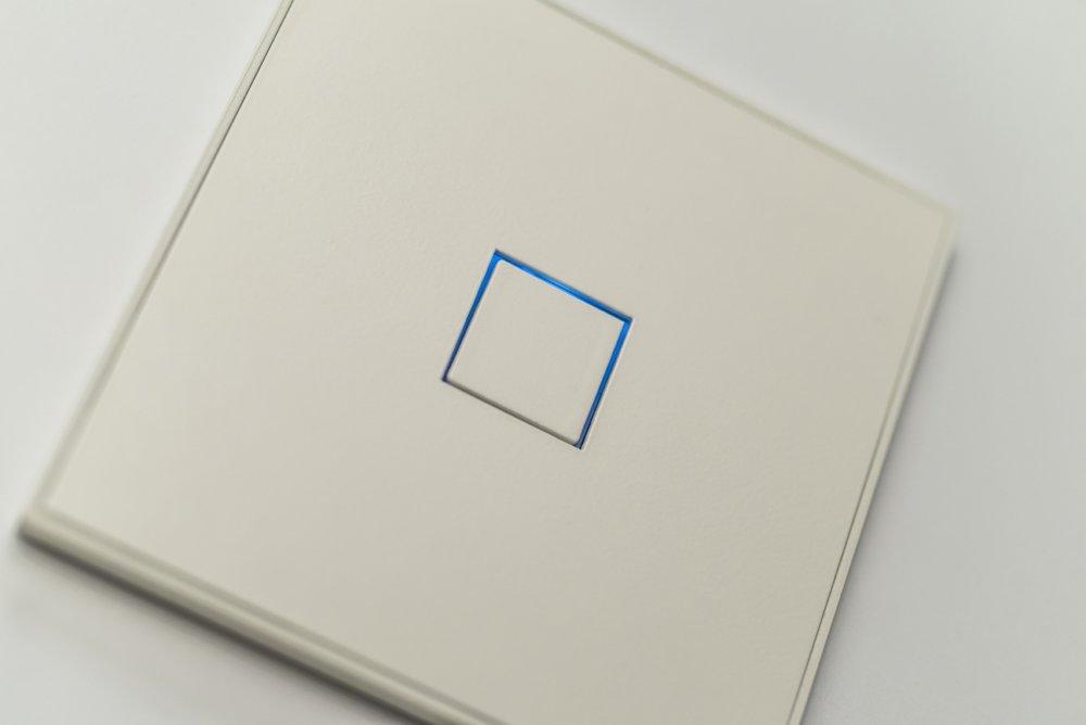 KNX_sensor_Squares_Matt_White_Detail_1200_801 (1).jpg