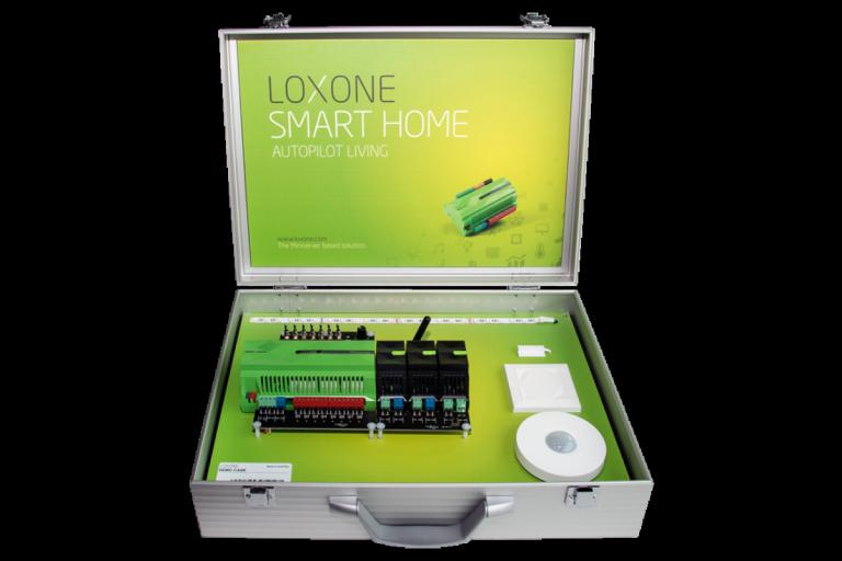 Mit tartalmaz a demo bőrönd? - 1x Miniserver1x Tree Extension1x Air Base Extension1x RGBW Dimmer Tree1x mozgásérzékelő Tree1x Touch Tree1x RGBW LED szalag 1x nyitásérzékelő