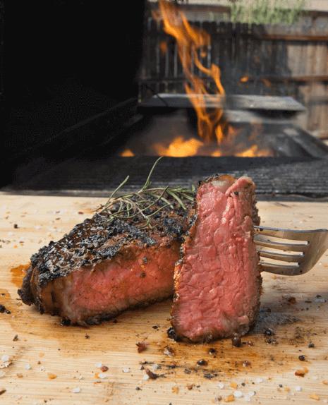 A grillen - Mi lehetne jobb egy tökéletesre sült húsnál? Na ugye! A Loxone Touch & Grill folyamatosan méri a hús elkészültségi fokát, hőmérsékletét.