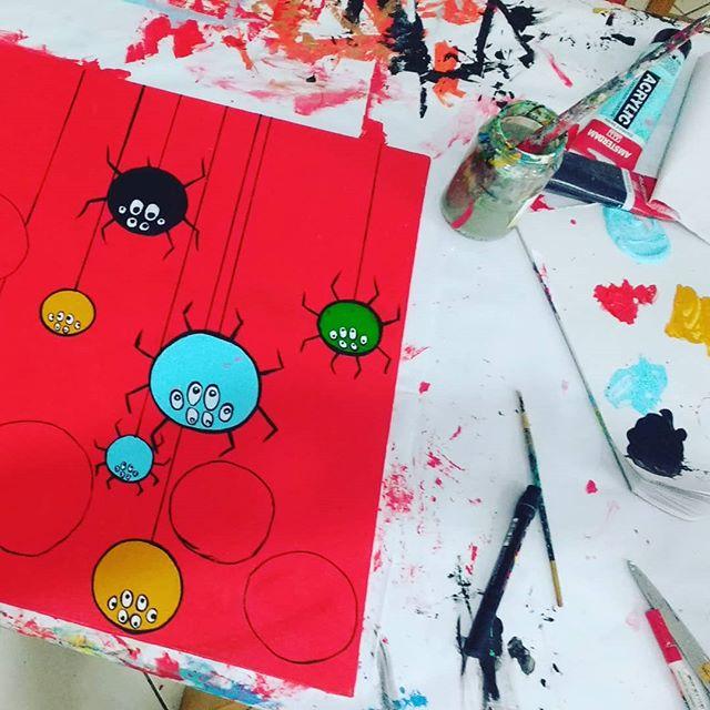 Trabalho em execução do Vicente e Lourenço. #arteparacrianças #artclass #kids #artstudio #arte #painting #pintura #spiders #aranhas #areeiro #lisboa #lisbon #portugal