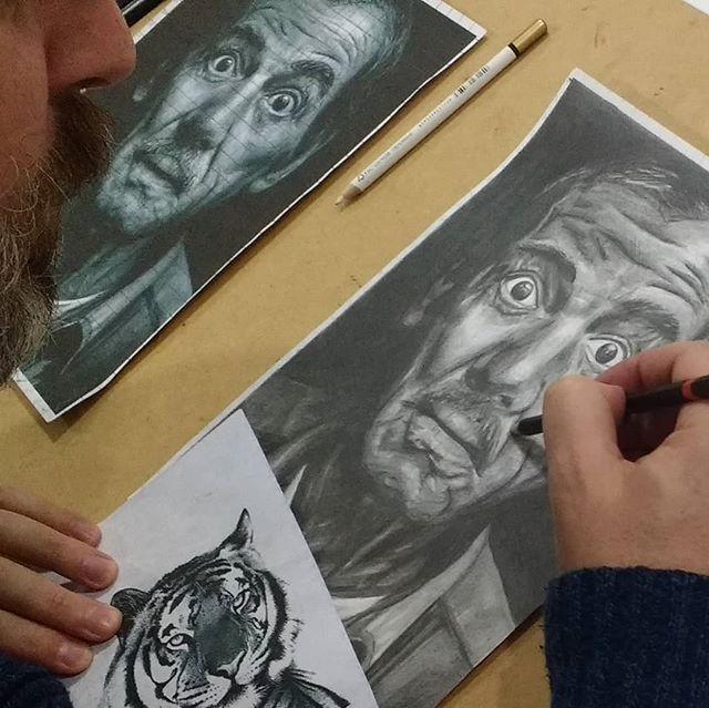 Desenho em execução do Antoine. #ateliervss #artstudio #artclass #arteparaadultos #desenho #drawing #blackandwhite #inprogress #areeiro #lisboa #lisbon #portugal
