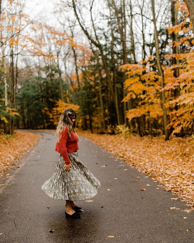 🍁🍂 Basically if you're not okay with pulling over on the side of the road at a moments notice, taking the scenic route & the long way home we can't be friends😂🤪 . Thanks for the cute pic @mandy_megan 📸 - P.s if you want ever cute lady over 70 to compliment your skirt you can get this one at H&M 🤣👍🏻 #discoveron #pec #princeedwardcounty #ontario
