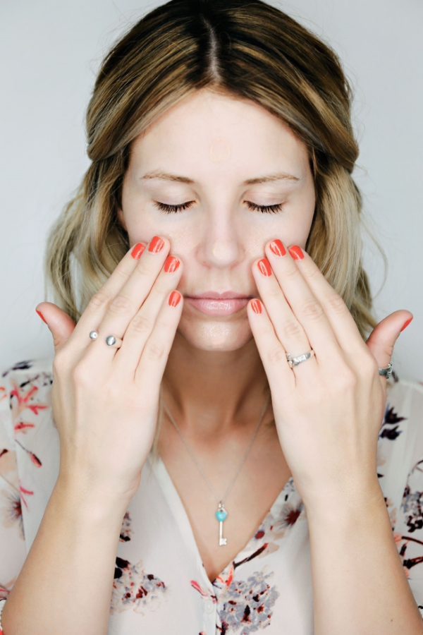 Apply a pea size amount to your t-zone.  With your fingers, gently rub in the primer focusing on the areas where you feel your pores are the biggest.