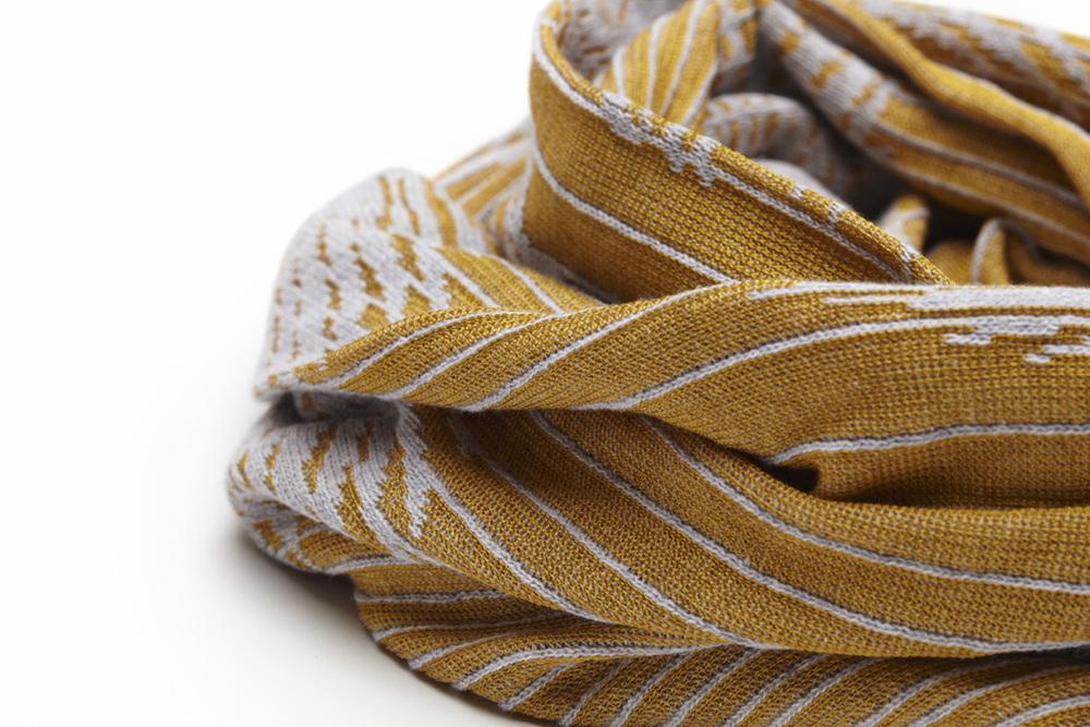 Emdal Colorknit Summer hug_curry_closeup.jpg