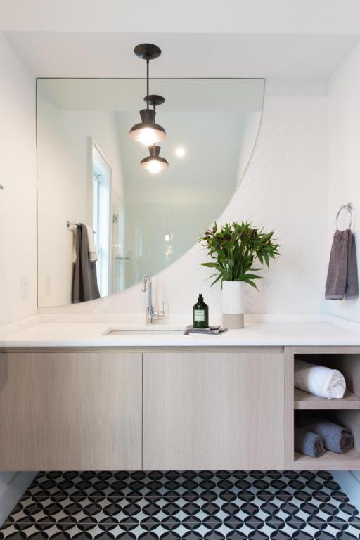 14. Black and white bathroom.jpg