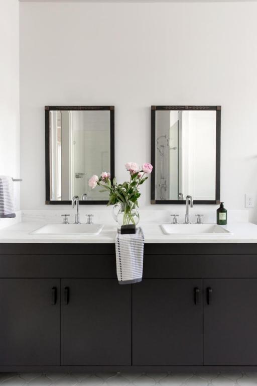 13. Black and white bathroom.jpg
