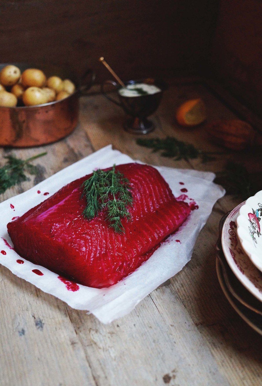 Zalm in bietenmarinade & mierikswortelcrème