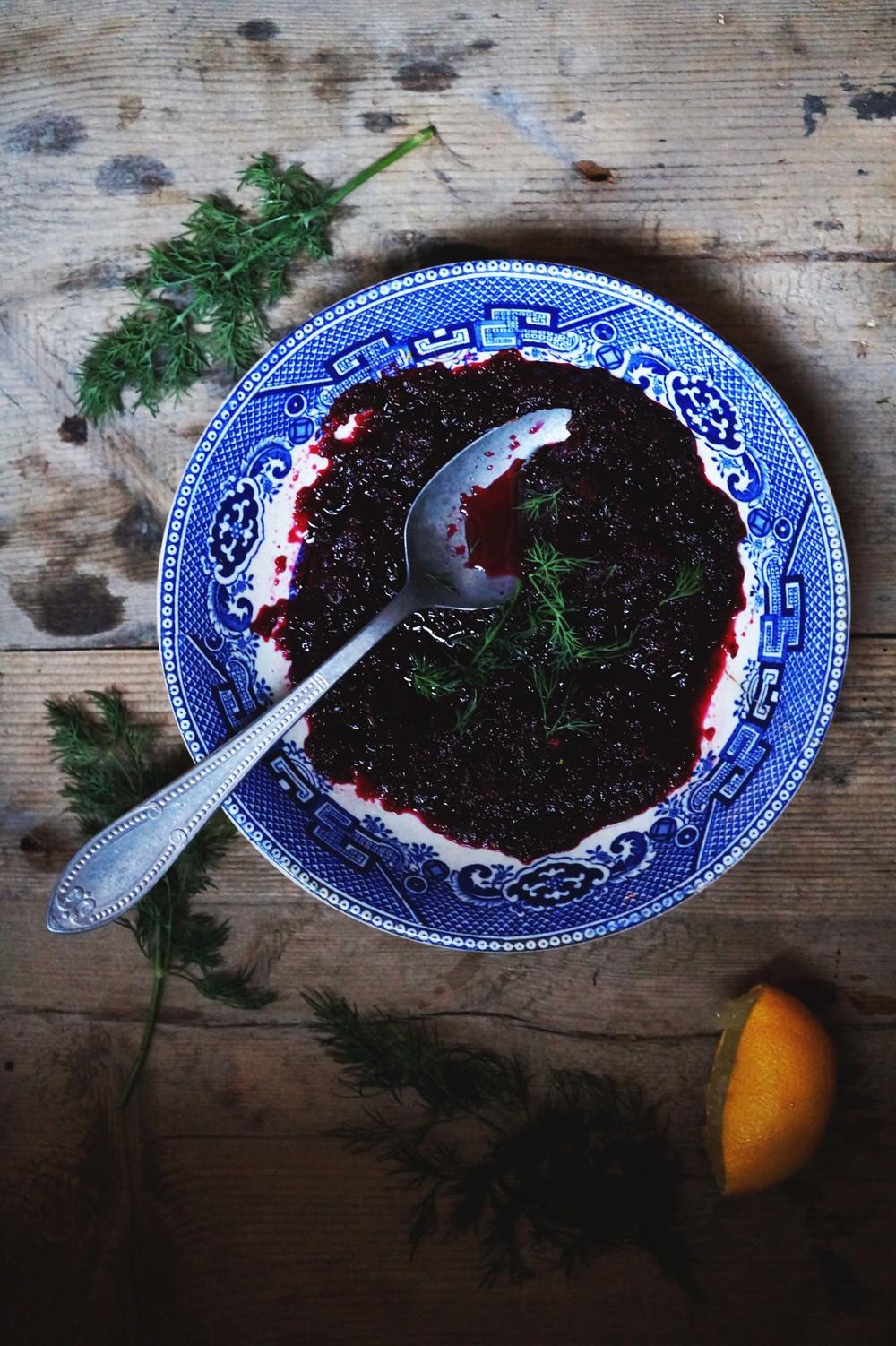 Op de huid gebakken zalm in bietenmarinade & mierikswortelcrème