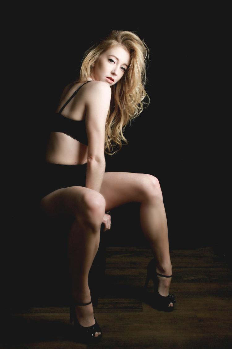 Blonde bombshell pics — 6