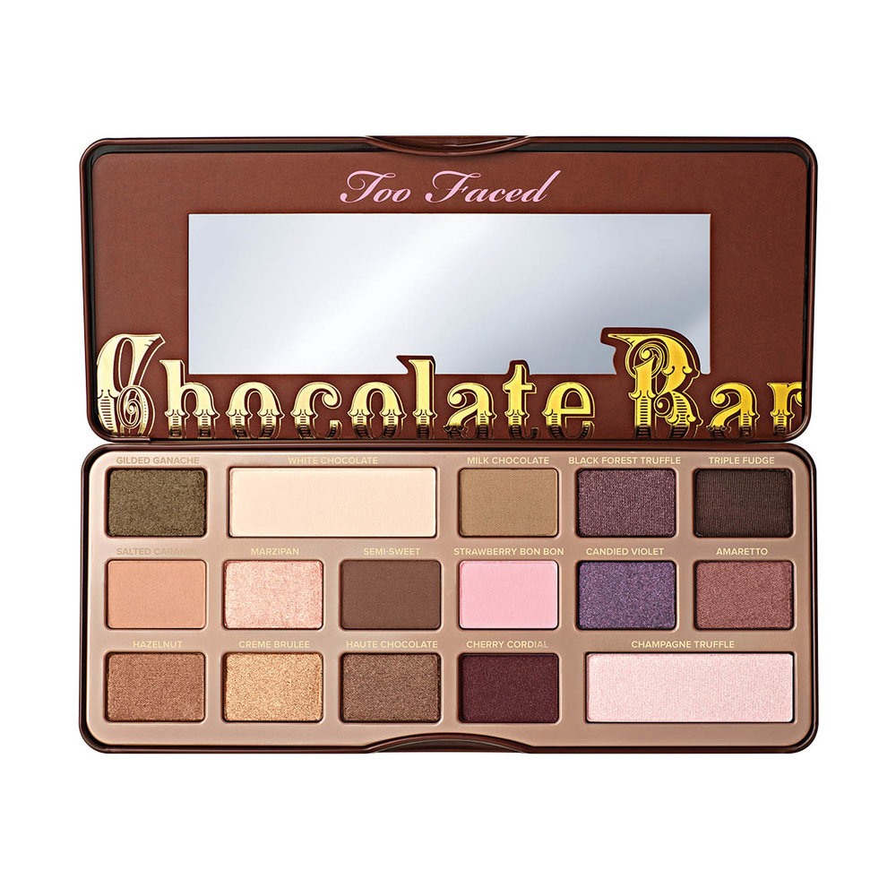 Two Faced  Chocolate Bar experience begins as soon as you open the palette and the smell of sweet chocolate envelops you. The eye shadows are pigmented with pure, antioxidant-rich cocoa powder and includes 16 matte and shimmer shades of natural browns, delicate pinks and luscious plums. Includes Too Faced signature how-to Glamour Guide with three looks to get you started.
