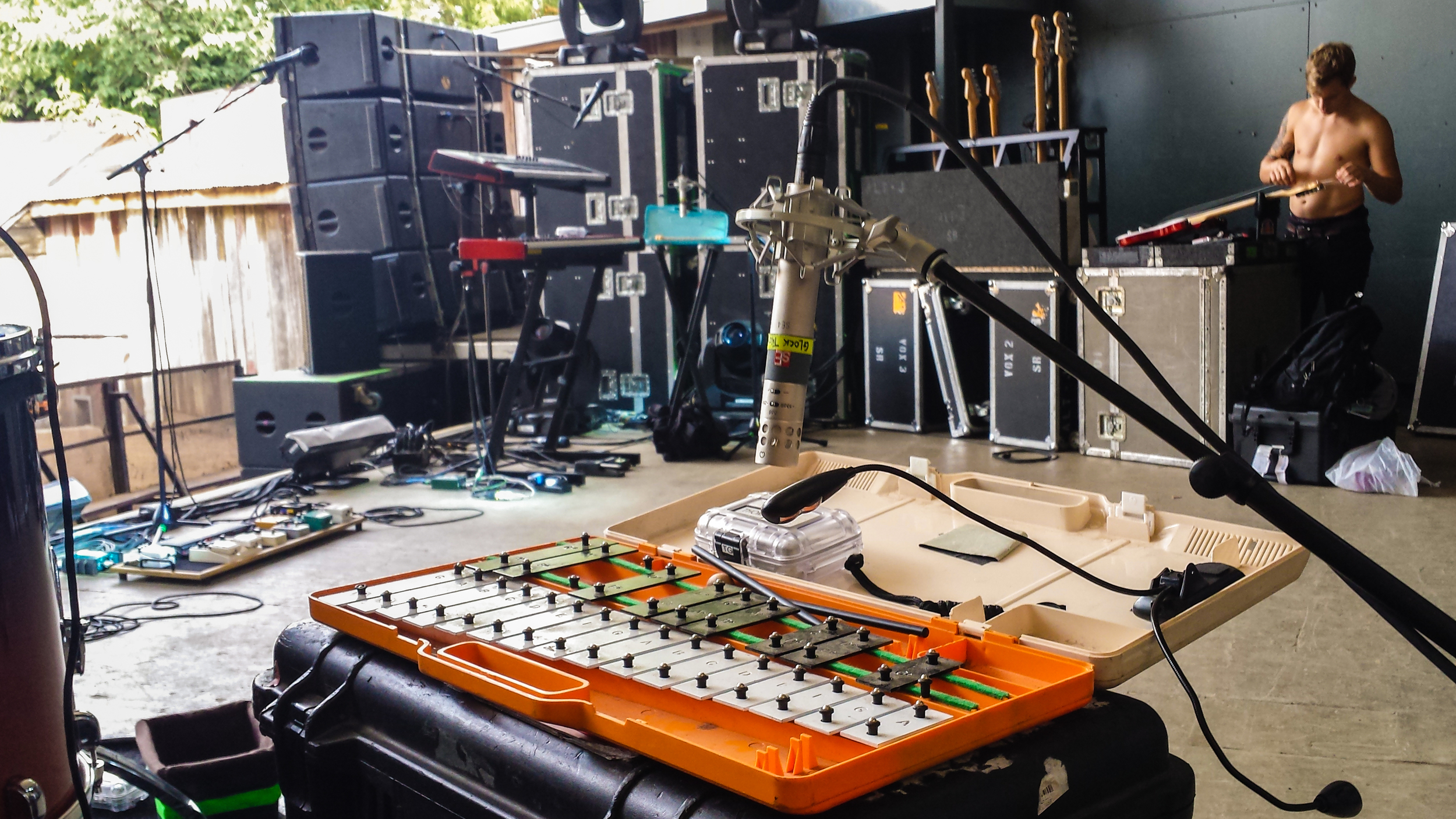 sE Electronics - FOH Engineer Lance Reynolds On the Road with Alt-J
