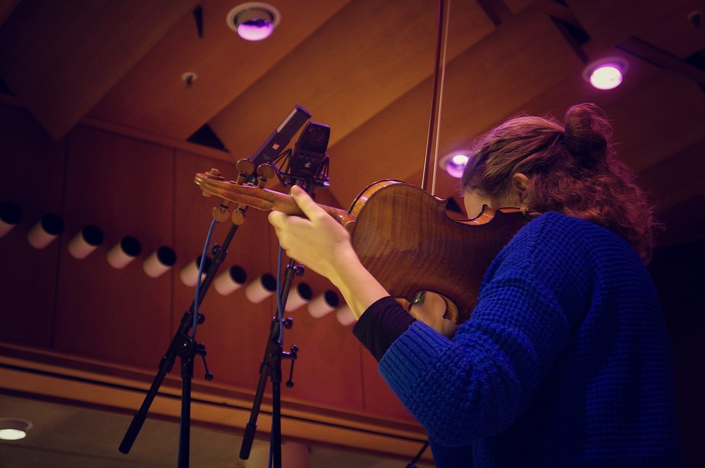 Violinist Cæcilie Balling with the VR2 and 4400a.