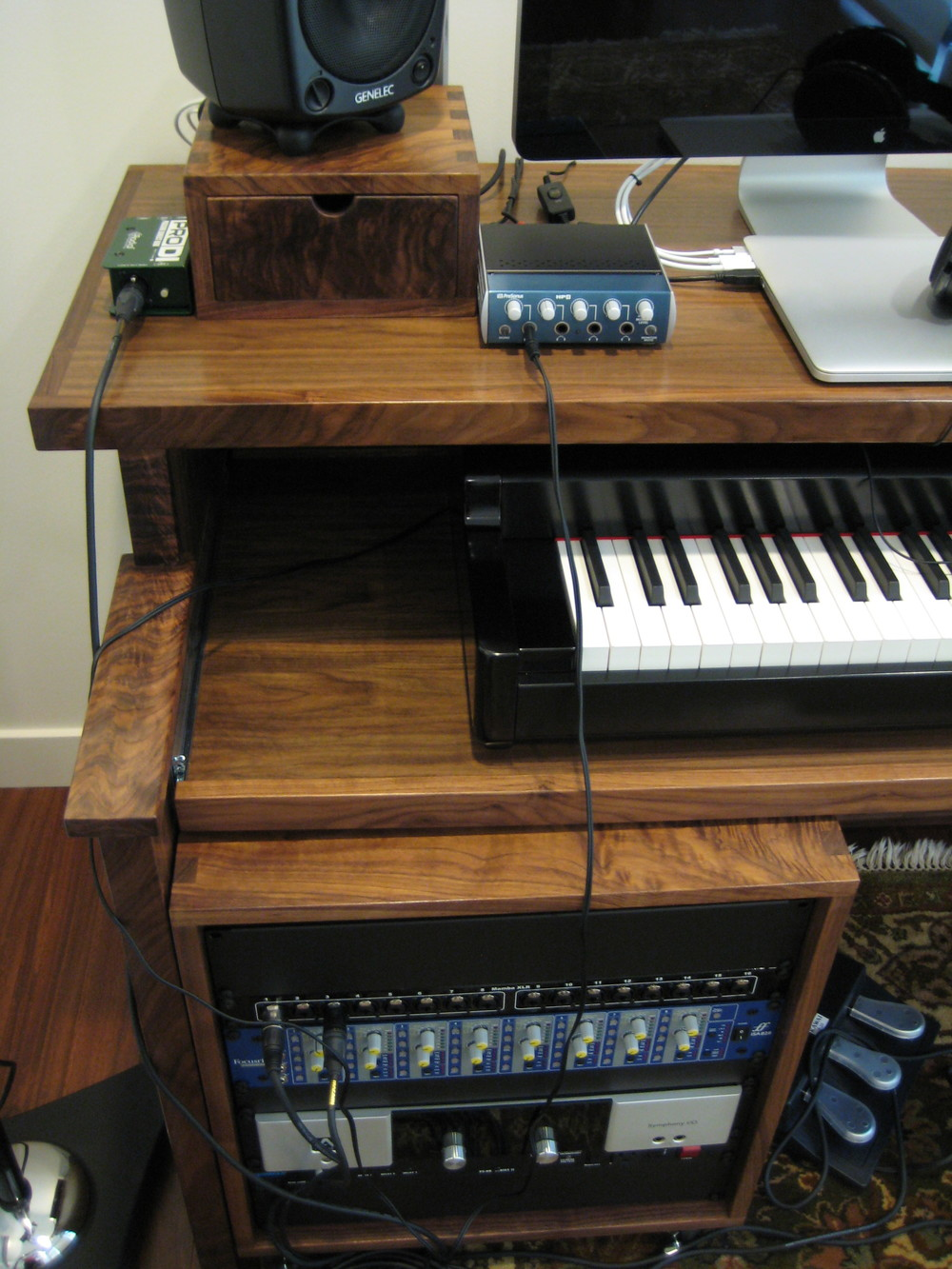 Home recording desk - detail