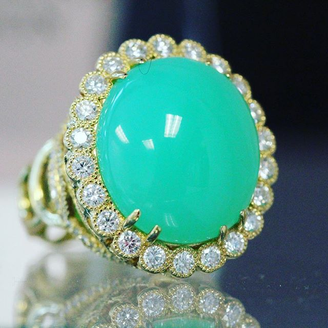 Happy Easter 🐰🐣🐰 #eastereggring #chrysoprase #dropdeadgorgeous  #ericacourtney #showmeyourrings #jewelrystateofmind #couturedailydose #showyourcouture #lovegold #jewelry #jewelrydesign #jewels #diamond #diamonds #custom #love #stunning #beautiful #color #finejewelry #highendjewels #ringoftheday #dreamring #losangeles #gemstones #blingbling