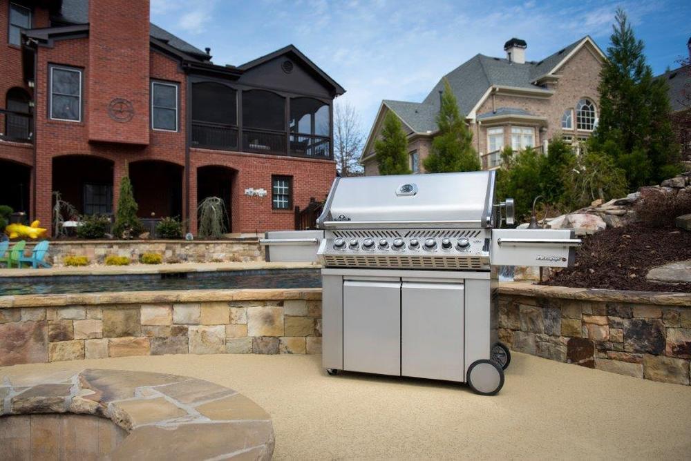 pro665-lifestyle-napoleon-grills.jpg
