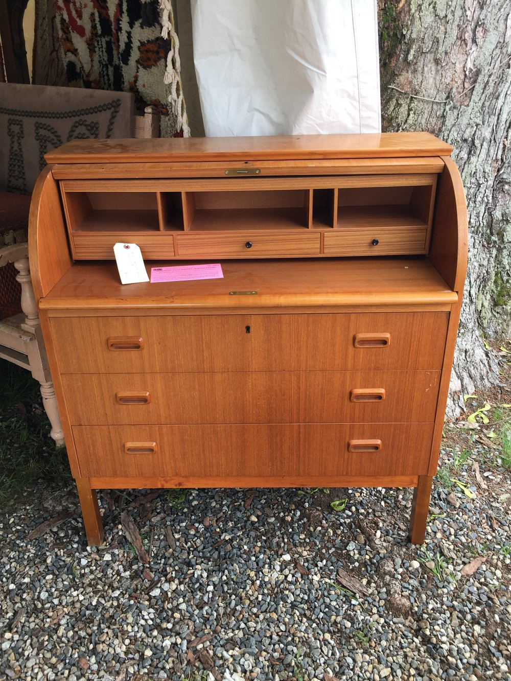 A mid-century roll desk. I've never seen one and I really, REALLY want to figure out a way to get one of these into my house.  But right now, there's just no room.