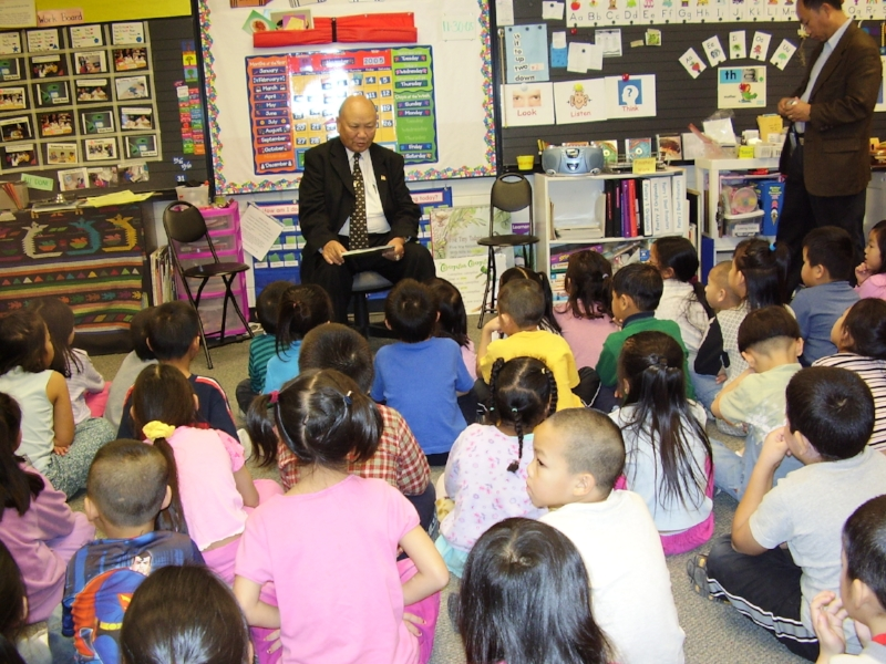 General Vang Pao reads to students at Hamline Elementary School in St. Paul, Minnesota. Photo from school collection.