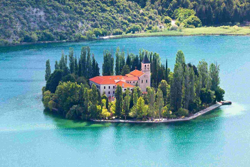 xPECR_croatia_krka-np_visovac-monastery.jpg.pagespeed.ic.QrNeBLzs90.jpg