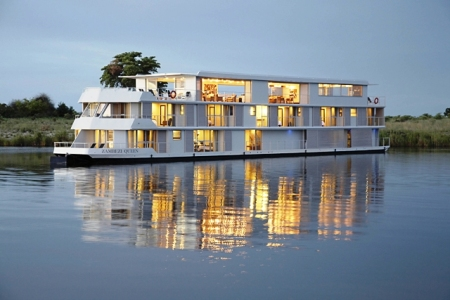 Zambezi-queen-exterior.jpeg