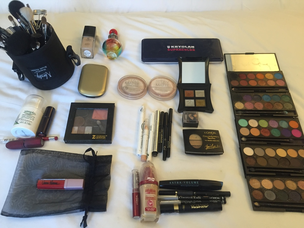 All the make-up products I used to achieve my red carpet look...