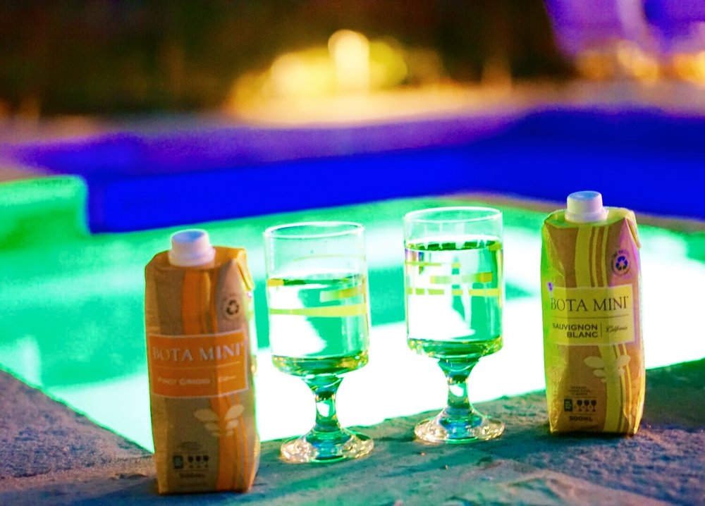 Back home to rejuvenate in the jacuzzi with my boyfriend and a little romantic evening wine cheers with Bota Box and their white wine varietals.