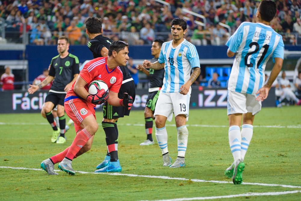 Mexico-vs-Argentina-CarlosBarron-76.jpg