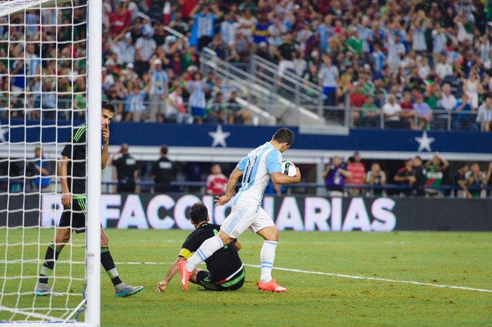 Mexico-vs-Argentina-CarlosBarron-103.jpg