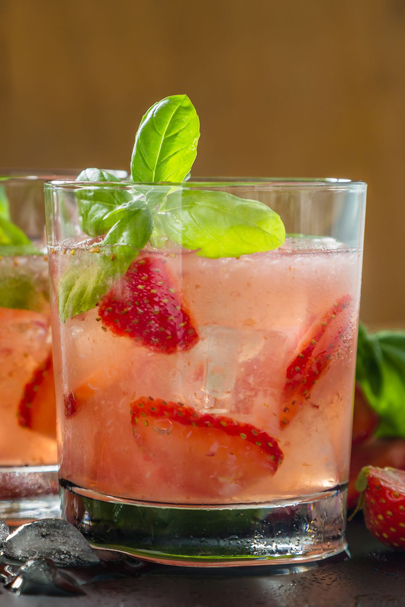 strawberry-basil-lemonade-gettyimages-576720584-1529348590.jpg