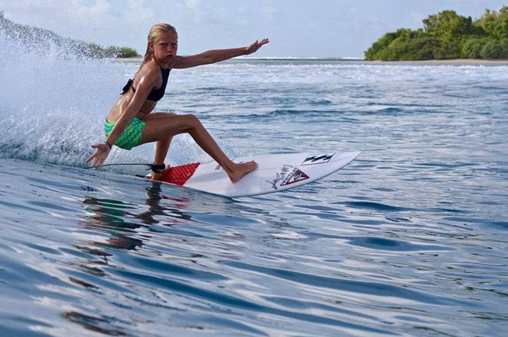 Sanoa_surfing