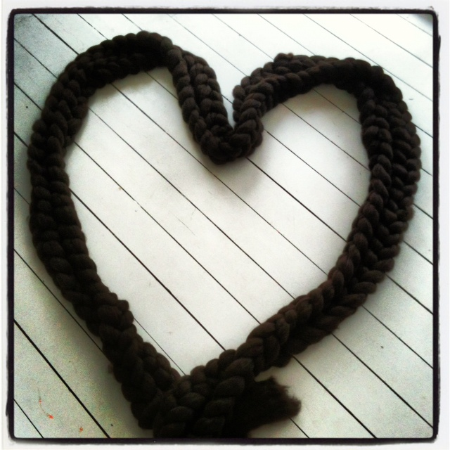 MM 22:10 Woollie heart chain