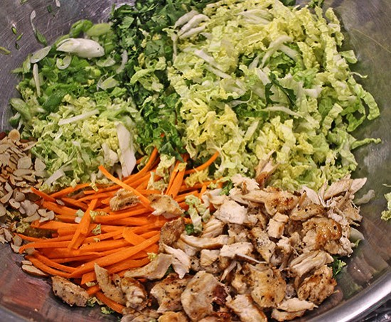 Making tonight's dinner pretty simple because I️ am still pretty exhausted from the weekend 😴 cabbage salad with lettuce, chicken, almonds and carrots! So delicious! What did you have for dinner? #phillydietitian #rdapproved #cabbagesalad #mondays