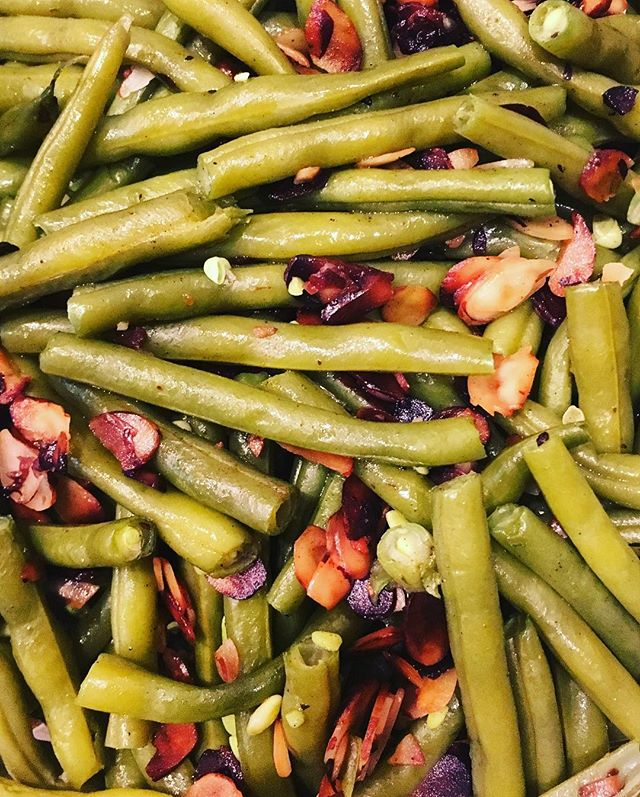 What's your favorite dish on Thanksgiving!? Mine is a simple green beans with roasted almonds 😋 #happythanksgiving #rdapproved #phillydietitian