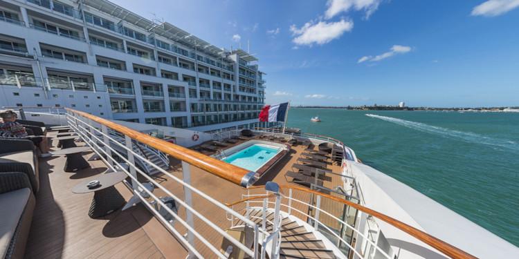Auckland Docks - Deck 6 Stern