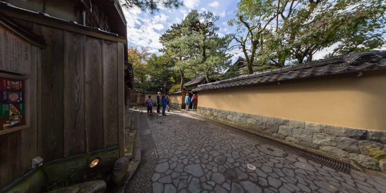 Kanazawa Excursion -   Higashi Chaya-gai Tour