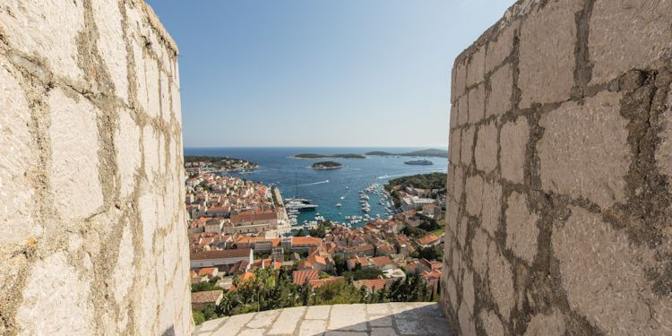Le Lyrial and town from  Hvar Fortress [HV-Fort-Lyrial]