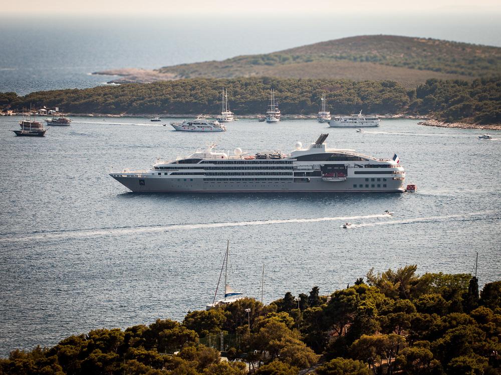 Le Lyrial at anchor