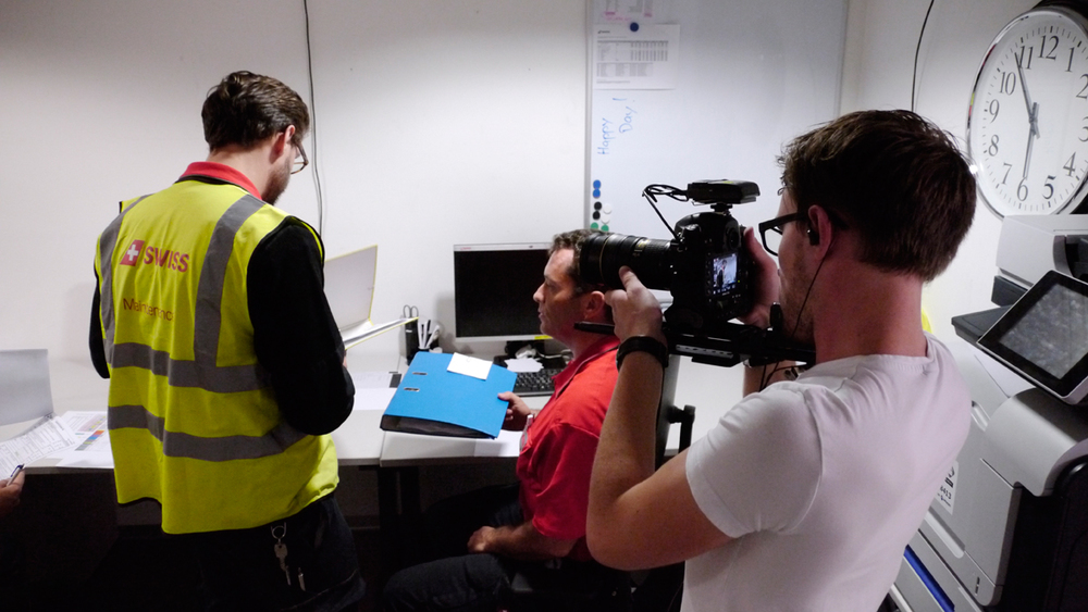 A film crew went behind the scenes with a line maintenance technician at Swiss International Air Lines and made a cool video for the airline's website: Photo: Swiss.