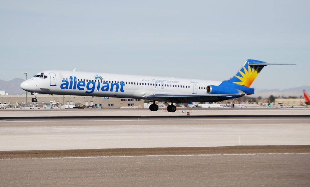 How did an Allegiant Air flight nearly run out of fuel? Photo: Eddie Maloney, Wikimedia Commons.