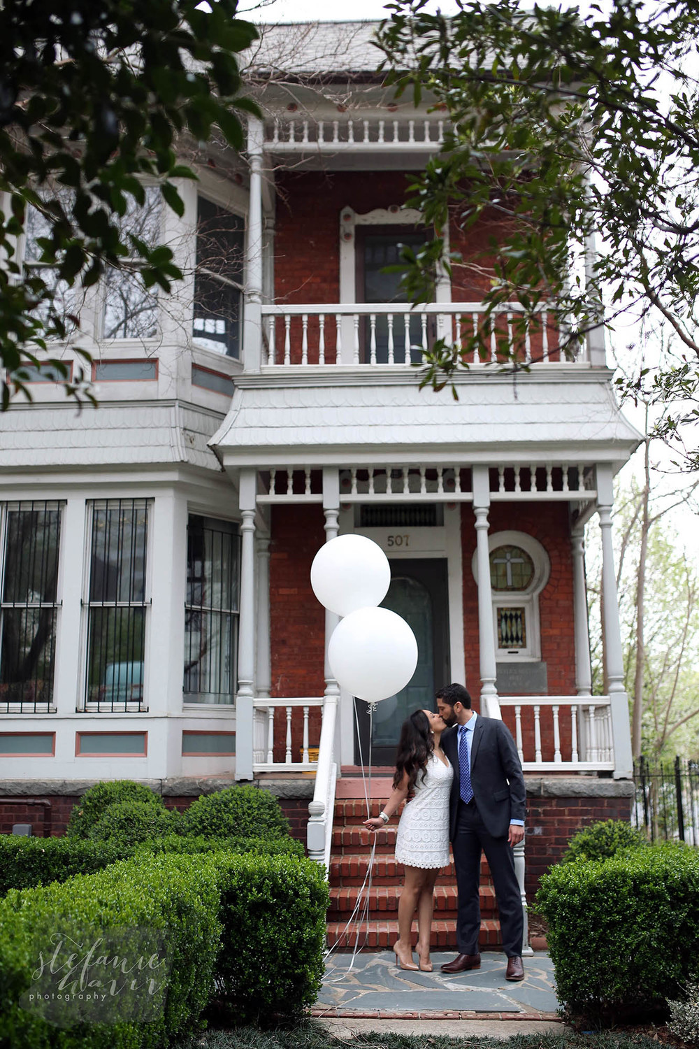 this house next to St. Peters reminded José of the UP house... and of course we had these balloons... ;)