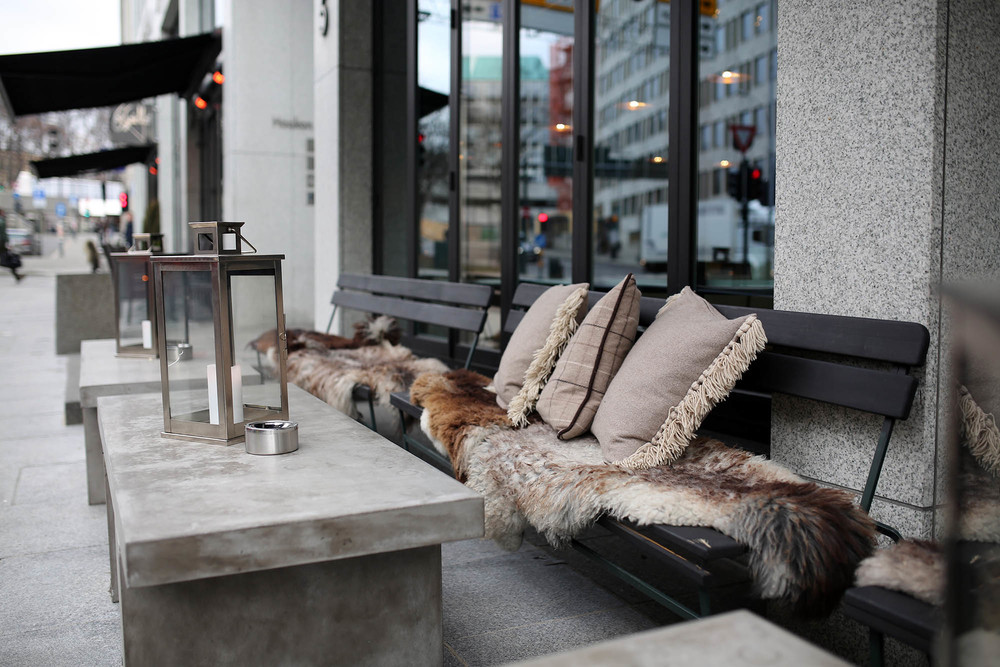 In order to encourage outdoor seating and people watching, most restaurants and cafés put out pillows, fuzzy pelts and blankets for their guests to enjoy.