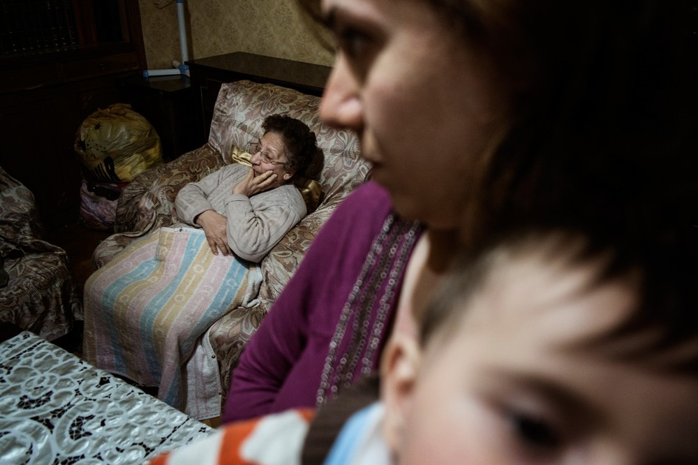Yeghisapet Chilingirian, originally from Aleppo, is an elderly lady who with her family fled the war in Syria and now lives in Yerevan, Armenia. (Gianmarco Maraviglia/Echo Photo Agency)