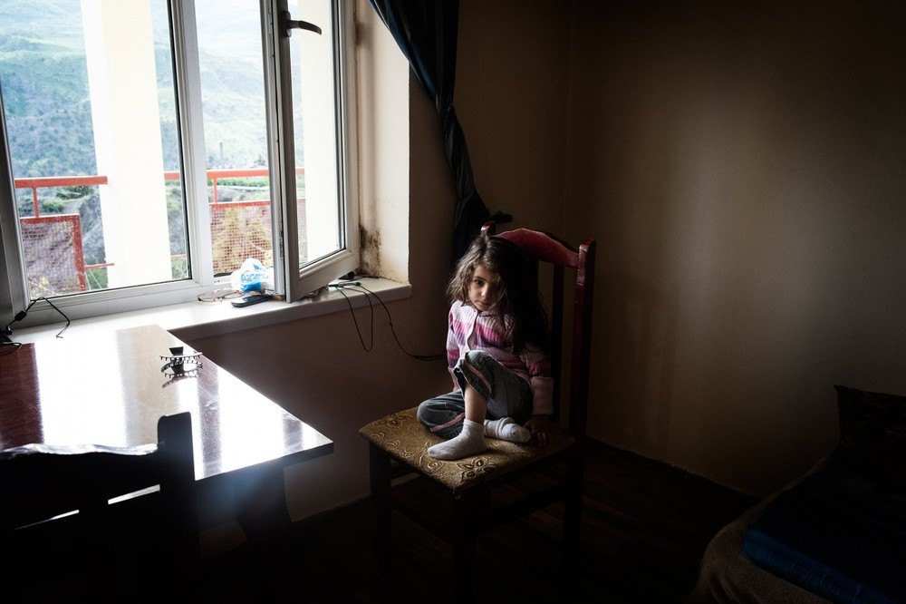 Tatiana, 2 years old. The family lost everything in the war. (Gianmarco Maraviglia/Echo Photo Agency)