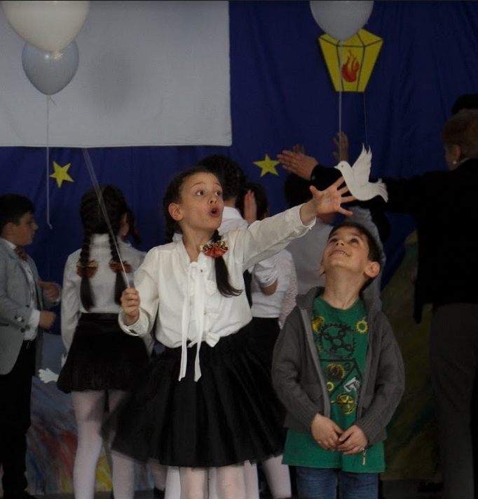 Syrian refugees integrating well in Armenia's public schools in Gumri.  Photo credit: James Aram Elliot on assignment for the ARP