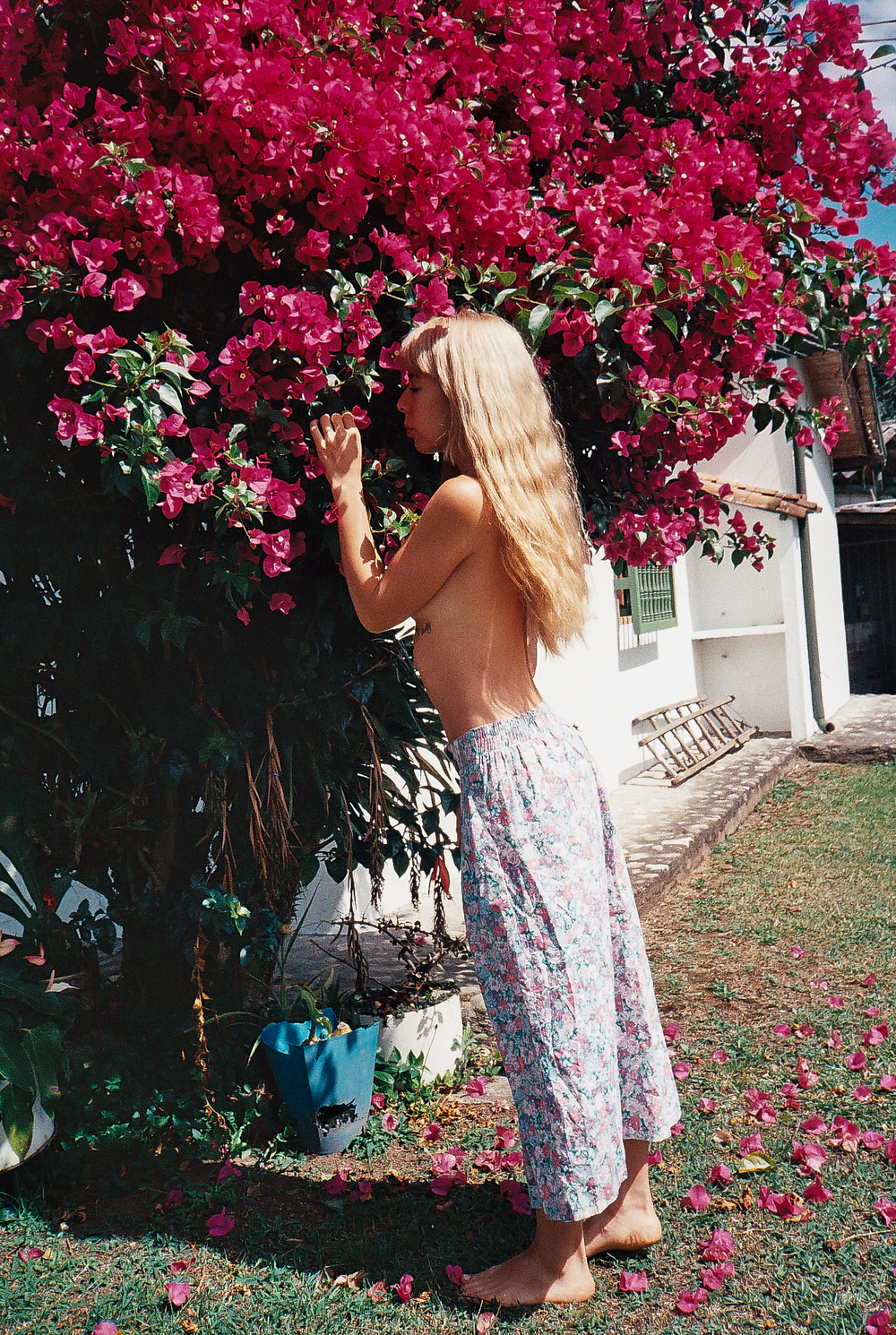 Later that afternoon it was so hot...but I was so free and happy!! speaking with the flowers as per usual