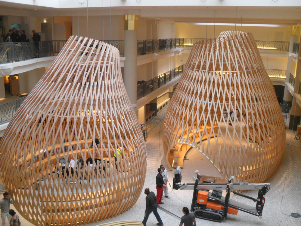 MontageHolzpavillonsHermesRiveGaucheParis_Foto_Holzbau_Amann_GmbH.jpg