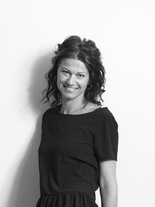Anne W. Fjærvoll,  senior grafisk designer    folkstudio.no